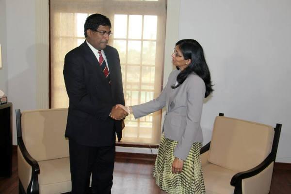 Nisha_Biswal_meets_Ravi_Karunanayake