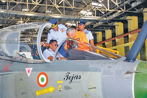 air-marshal-jayampathy-taking-off-air-craft-1