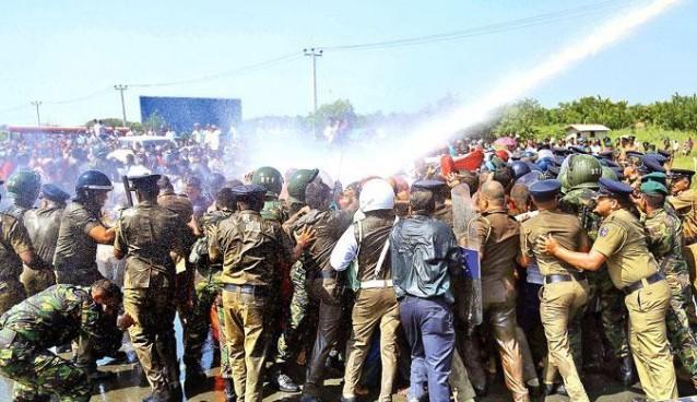 hambantota-protesters