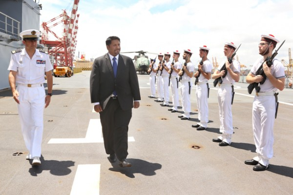 Ruwan-Wijewardene_visits_French_ship (2)