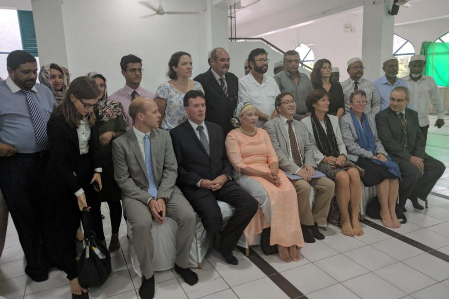 western diplomat met muslims