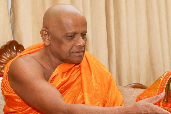 Asgiriya Mahanayake - Ven.Warakagoda Sri Gnanaratana Thera