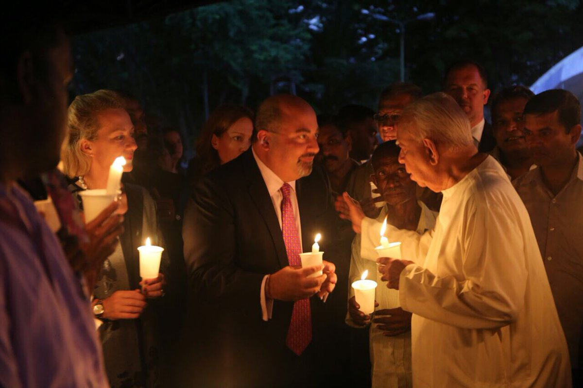 Candle light vigil in Colombo for missing Tamils (2)