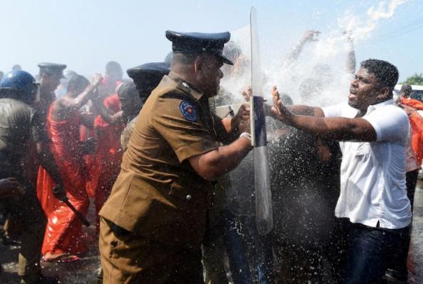 hambantota-protest (1)