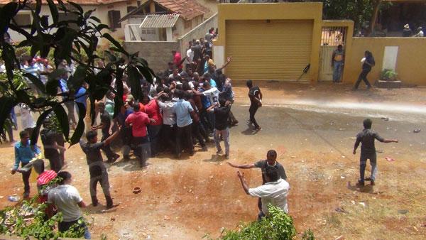 hambantota-protest (2)