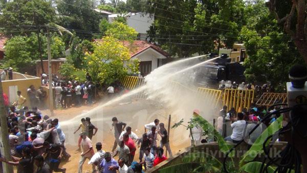 hambantota-protest (3)