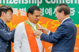 Seoul Honarary Citizenship for Sirisena (1)
