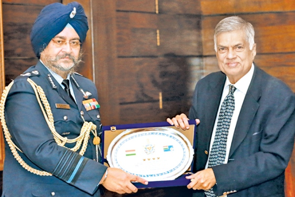 Air Chief Marshal Birender Singh Dhanoa - Ranil Wickremesinghe