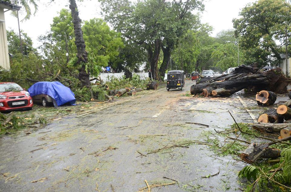 srilanka-cyclone -OCKHI (3)
