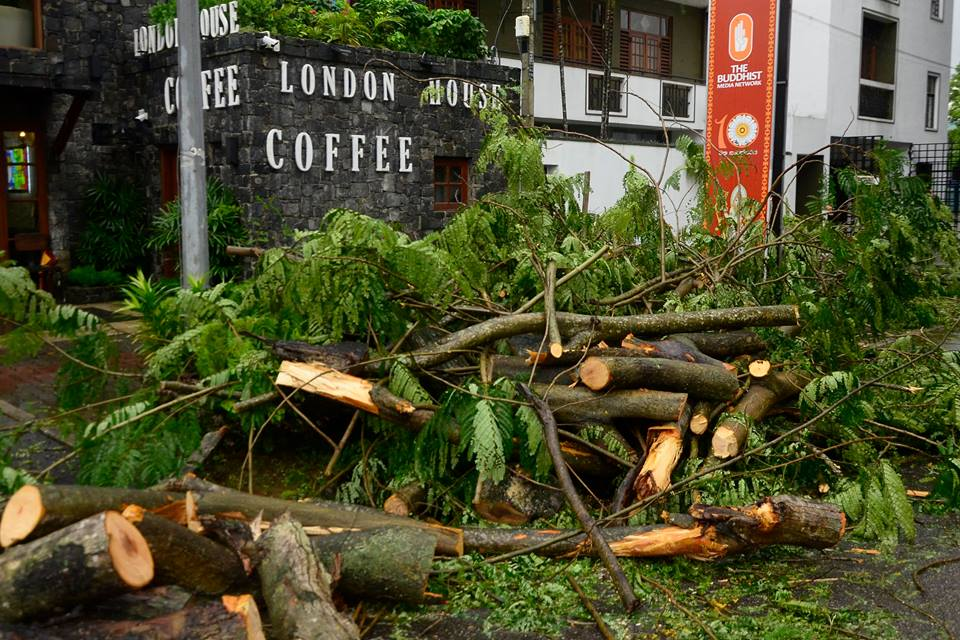 srilanka-cyclone -OCKHI (4)