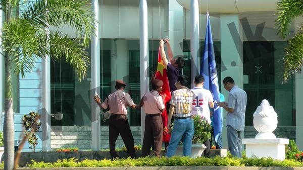 hambantota- chinese flag (2)